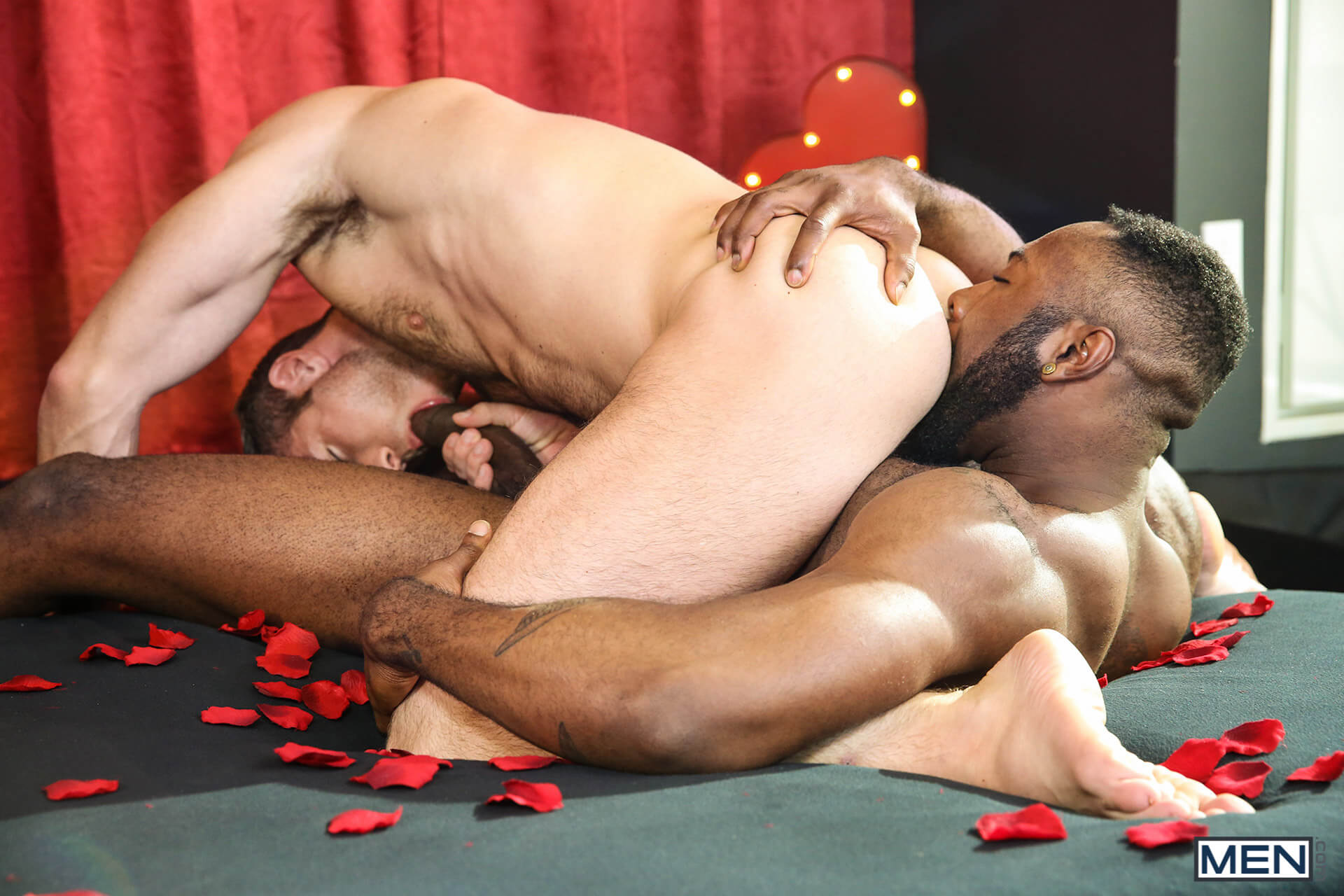 MEN.COM » Gods Of Men » Dirty Valentine Part 2 » Alex Mecum » Noah Donovan