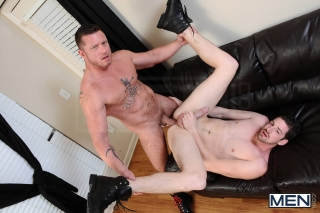 MEN.COM » Str8 To Gay » The Negotiator » Andrew Stark » Charlie Harding